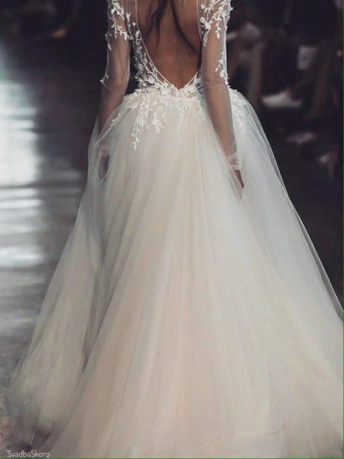открытая спина у платья