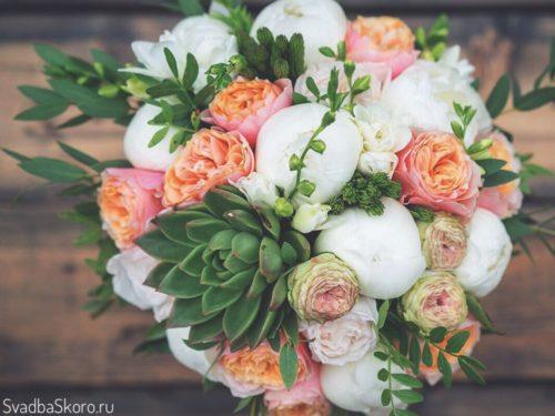 букет невесты из пионов и фрезий