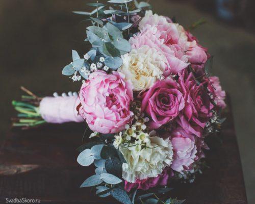 букет невесты из гвоздик