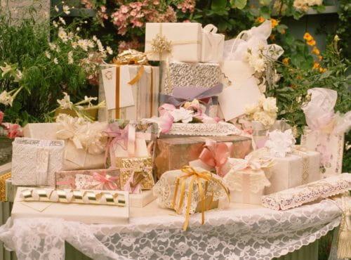 подарить на свадьбу